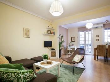Family Friendly, 2 minutes from Passeig de Gracia - Apartment in Barcelona