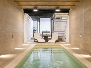 LUXURY apart with private pool next to Sagrada!!!