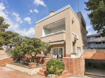 Huge Villa next to the beach! Swimming pool garden - Apartment in Castelldefels