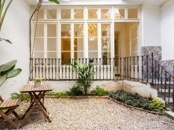 Authentic, Private Garden close to Paseo de Gracia